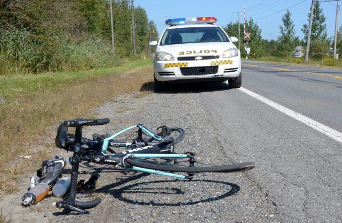 La remorque se détache d'une voiture et percute une cycliste de 64 ans à Saint-Cyrille-de-Wendover