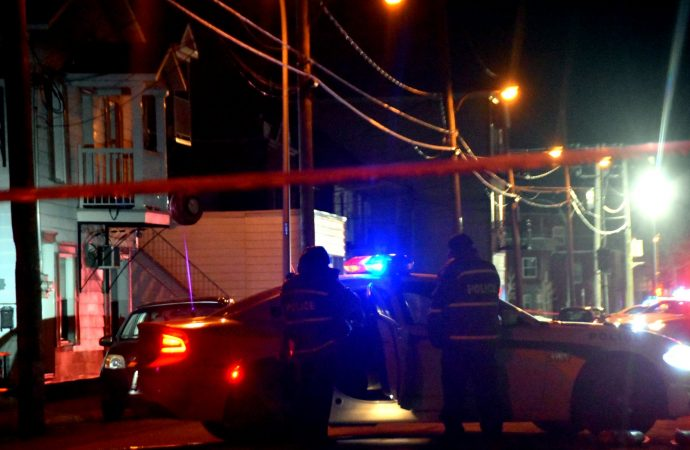 Intervention policière rue Demers à Drummondville. deux suspects recherchés par la police
