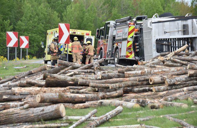 Un camion se renverse dans la bretelle de l'autoroute 55 en direction de Sherbrooke