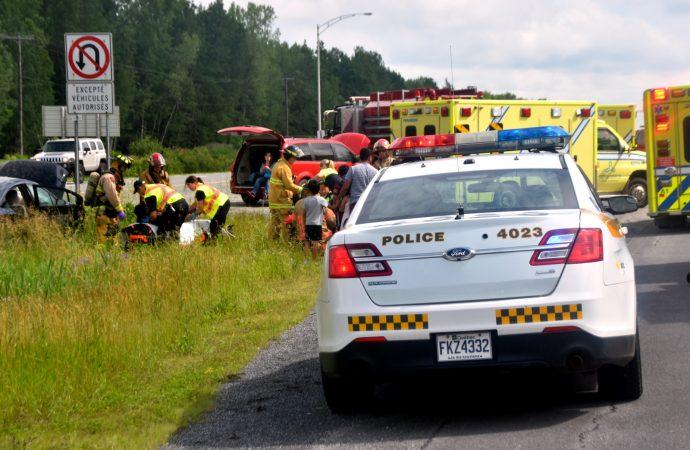 Un accident causé par une crevaison sur l'autoroute 20 a fait cinq blessés