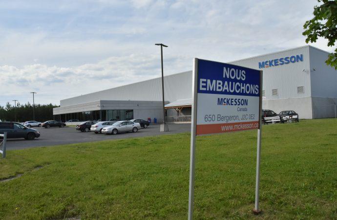 Pénurie de main d'oeuvre – Les salarié(es) de McKesson Drummondville voient le salaire d'embauche passer au-dessus de 15$ l'heure