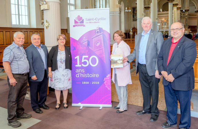 Lancement de l'album-souvenir des 150 ans de la paroisse de Saint-Cyrille-de-Wendover