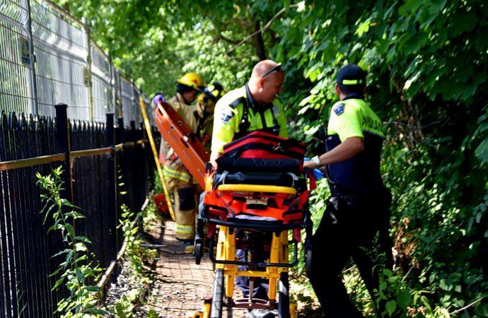 Une sexagénaire fait une chute dans un endroit escarpé du Parc Woodyatt