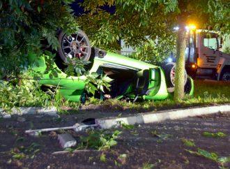 Violente sortie de route au volant d'un Dodge Viper à Drummondville