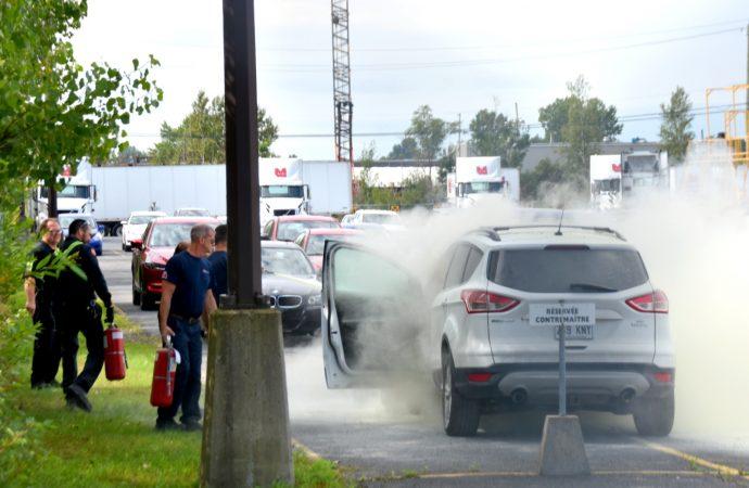Incendie de véhicule dans le parc industriel de Drummondville