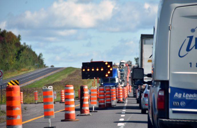 """Un """"bris de route"""" sur l'autoroute 20 est Km 253 vers Québec cause un ralentissement important"""