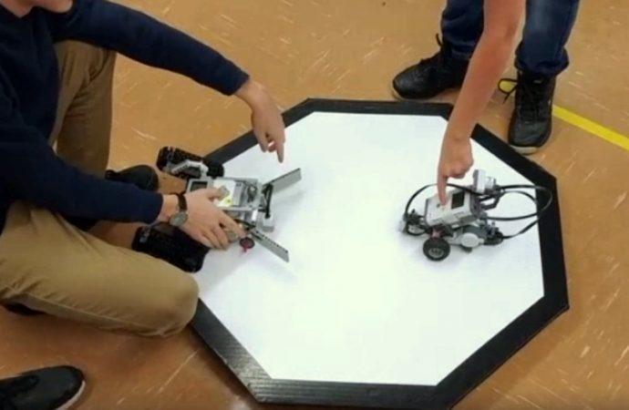 Combat à l'école sur l'heure du dîner, des ''robots'' s'affrontent à Marie-Rivier