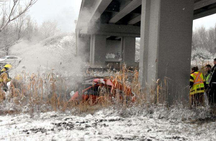 Un véhicule percute violemment un viaduc sur l'autoroute 55 à Drummondville