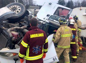 Un camionneur blessé dans un accident de la route à l'intersection de l'autoroute 20 et 55