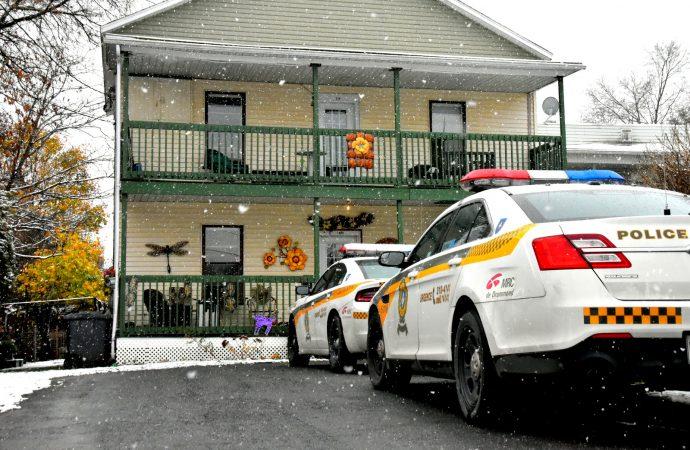La Sûreté du Québec mène présentement une opération antidrogue à Drummondville.