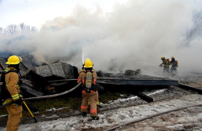 Un bâtiment agricole complètement détruit par un incendie à l'Avenir