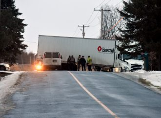 Un voleur de camion abandonne son butin au beau milieu de la route à Saint-Eugène