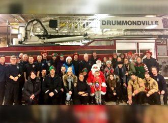 Les membres du service de sécurité incendie et sécurité civile de Drummondville submergés de jouets neufs !