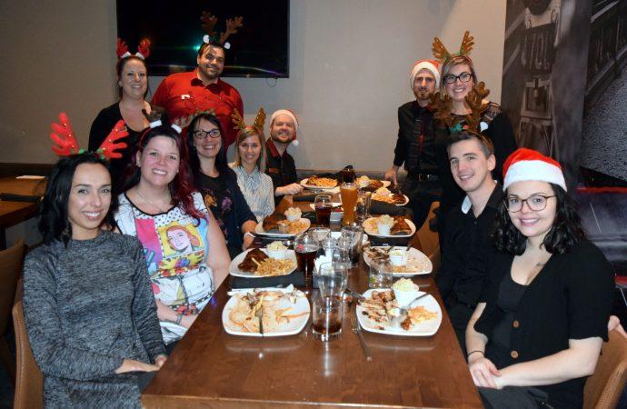 L'équipe du Bâton Rouge Steakhouse et Bar a offert un moment de joie en ce temps des Fêtes à la clientèle de la Tablée populaire