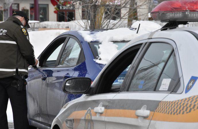 """Prendre la route avec une voiture non déblayée – plus qu'un simple """"Fait d'hiver – un risque bien réel"""