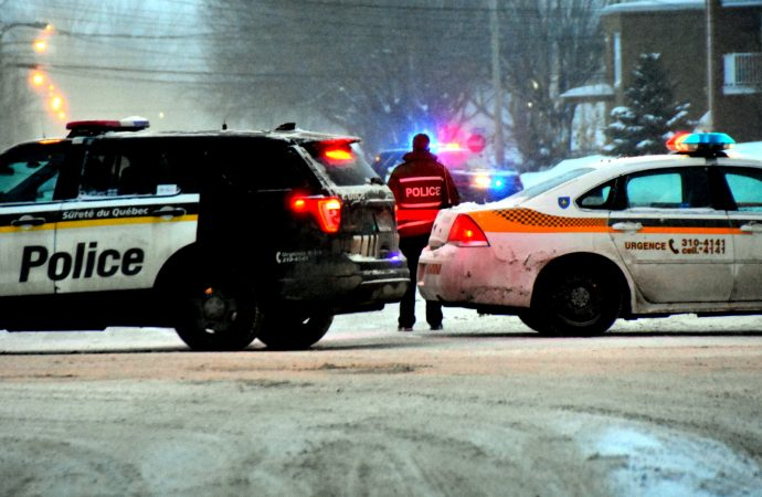 Les policiers de la SQ obtiennent la reddition de l'homme barricadé rue Marchand à Drummondville
