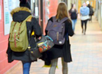 L'Opposition officielle demande un soutien financier pour le traitement écoresponsable des masques de procédure en milieu scolaire