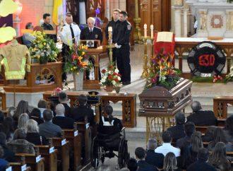 Une haie d'honneur et des funérailles émouvantes pour le pompier Drummondvillois Mathieu Girouard