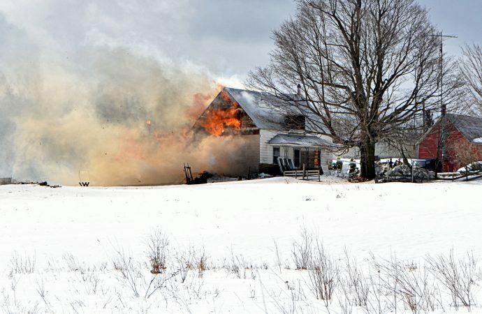 Une résidence complètement détruite par un incendie à L'Avenir