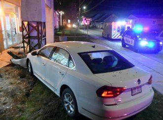 Une conductrice en état d'ébriété a fait trembler les piliers de l'hôtel de ville de Saint-Cyrille-de-Wendover