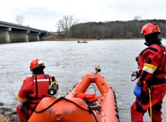 Intervention des pompiers de Drummondville spécialistes en sauvetage nautique sur la Rivière Saint-François