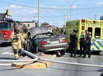 Un coup de chaleur au volant d'une décapotable cause un accident à Drummondville