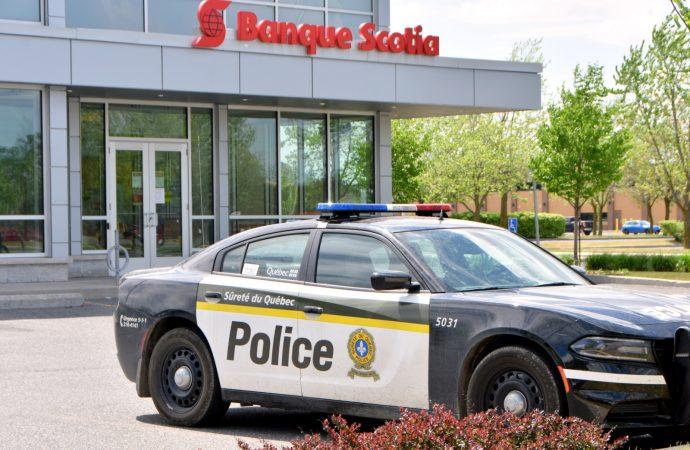 La vigilance d'une employée de la Banque Scotia permet aux policiers d'arrêter une présumée fraudeuse à Drummondville