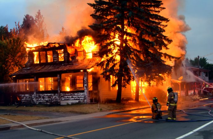 Un incendie majeur a fait rage au cœur de la municipalité de Sainte-Clotilde-de-Horton près de Drummondville