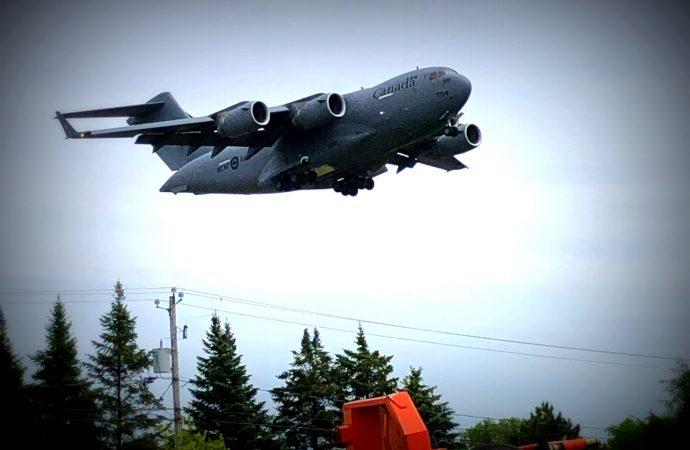 Un Drummondvillois de 26 ans aux commandes d'un imposant Globemaster CC177 dans le ciel de Drummondville