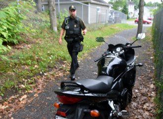 Un motocycliste arrêté au terme d'une courte poursuite à Drummondville fera les frais de sa témérité