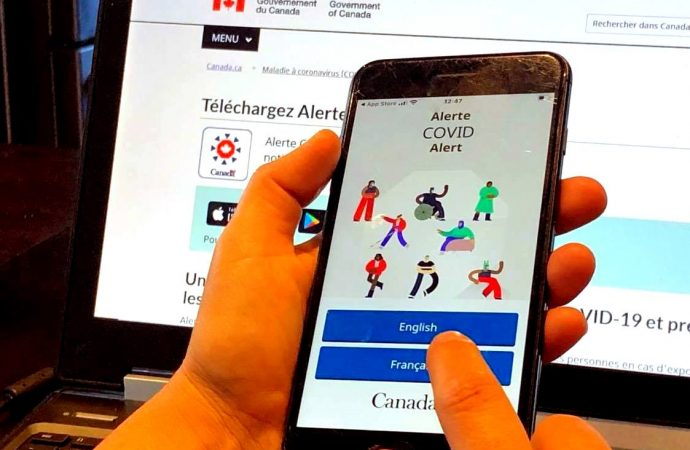 """Ottawa lance """"Alerte COVID"""" une application mobile pour informer d'une exposition à la COVID-19"""