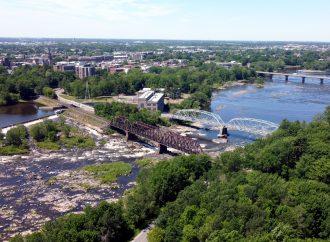 Le niveau d'eau estival pratiquement atteint sur la Rivière Saint-François et un record historique à Drummondville