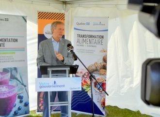 """D'importantes annonces du Ministre André Lamontagne """"donnent des ailes"""" à l'économie locale et la Ferme des Voltigeurs"""