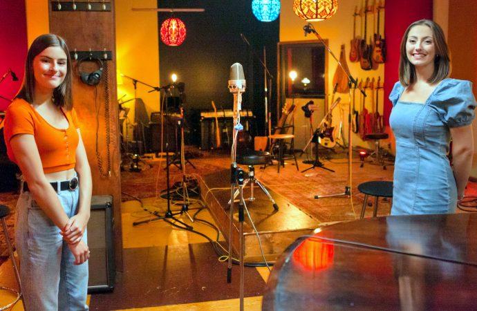 """Deux artistes des Productions Alfred de passage à l'émission """"En Studio"""" à TVA !"""