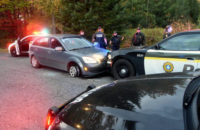 Un individu intoxiqué au volant d'un véhicule volé déclenche une poursuite policière à Drummondville