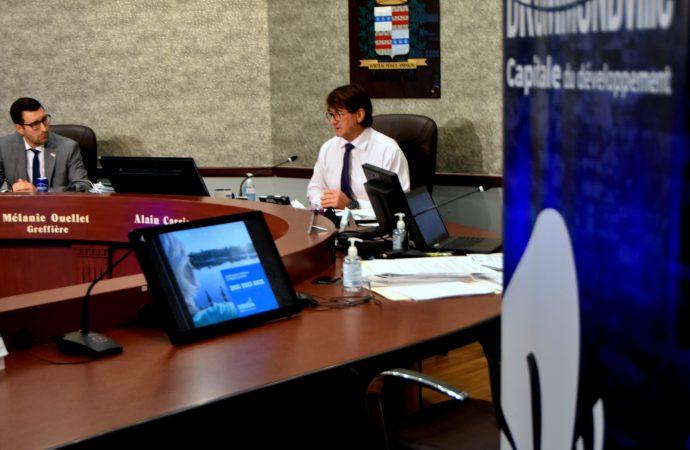 La maire Alain Carrier présente un Plan Triennal d'Immobilisation qui permet de répondre aux préoccupations des citoyens