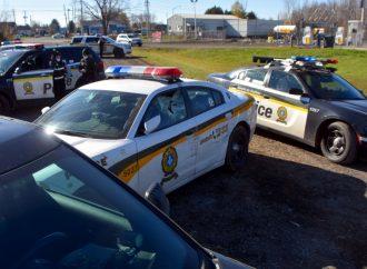 Un individu tente de prendre la fuite au volant d'un véhicule de la Sûreté du Québec