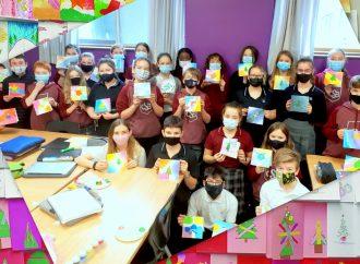 L'Albatros Drummondville offre de la lumière et des cartes en cadeau grâce à la participation d'élèves de Drummondville
