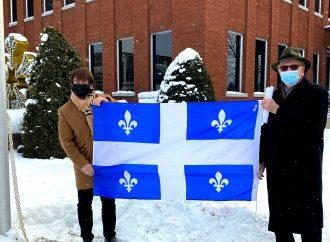 Le maire Carrier célèbre le 73e anniversaire du drapeau du Québec