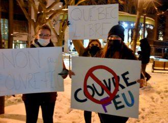 Une manifestation, des constats d'infraction et le respect du couvre-feu à Drummondville