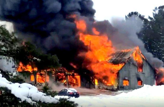 Un incendie majeur a complètement détruit un atelier mécanique à Saint-Bonaventure près de Drummondville