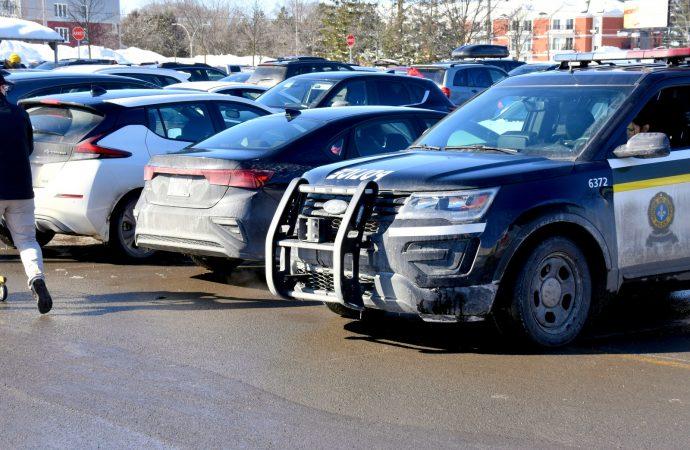 Deux constats d'infraction pour avoir laissé un bambin seul dans une voiture à Drummondville