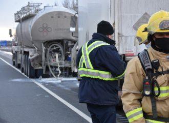36 000 litres de lait sur l'autoroute 55 suite à un accident à Drummondville