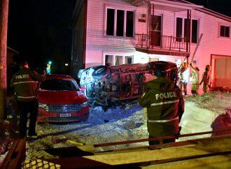 Un chauffard fait une embardée, percute une galerie et une voiture sur le boulevard Mercure à Drummondville