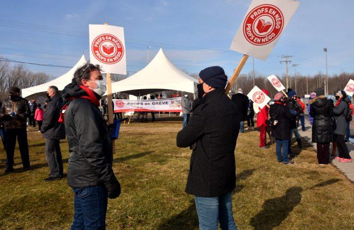Impasse aux tables de négociation- Les enseignants et le personnel professionnel manifestent aussi au Cégep de Drummondville