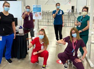 Des stagiaires en Santé, assistance et soins infirmiers mettent à profit leur formation pour la vaccination à Drummondville!