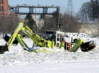 """Retour de la """"grenouille"""" sur la glace de la rivière St-François à Drummondville"""