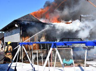 Un incendie a complètement détruit une résidence unifamiliale à Drummondville
