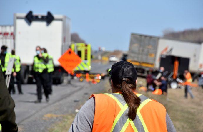 Deux travailleurs blessés dans une zone de travaux sur l'autoroute 20 près de Drummondville