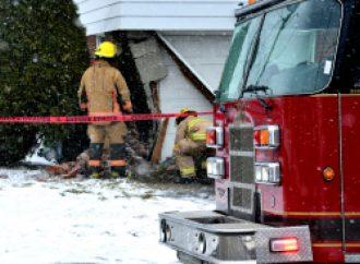 Une voiture percute une maison à Drummondville